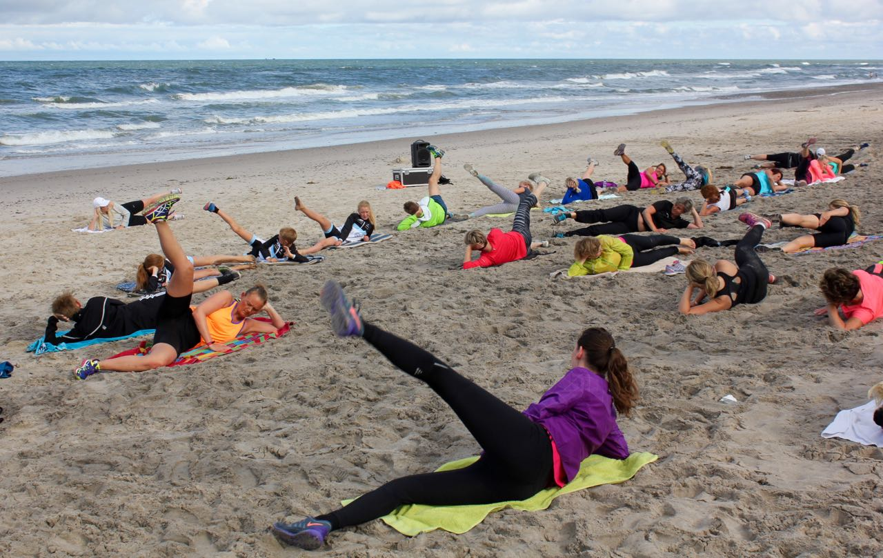 Morgengymnastik på Stranden fra d.16.7 i Søndervig