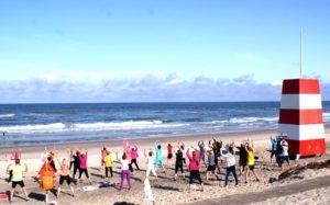 Morgengymnastik på stranden
